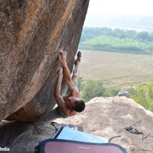 Surface Traverse 7B+ in Hampi, India