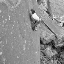 Ricky Soloing The Big Blue E7 6c - photo Danny O'Neil